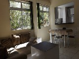 Sala ampla, muito bem iluminada e arejada. cozinha estilo americano!